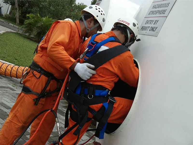 Confined Space Entry - Mid Level - Kementrian Tenaga Kerja RI